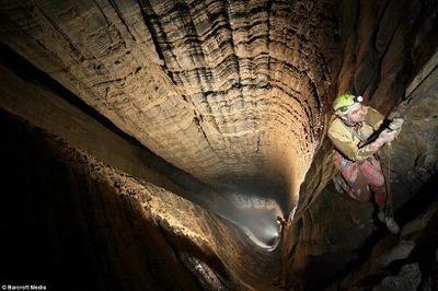 [유머] [기타]         세계 최대의 수직동굴. -  와이드섬