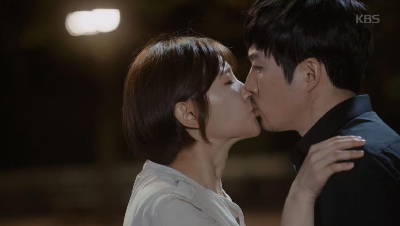 박소담, 장혁에 기습 키스!