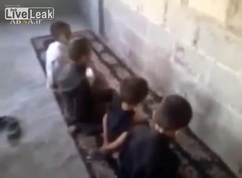 시리아 애들이 노는 방법이 . .