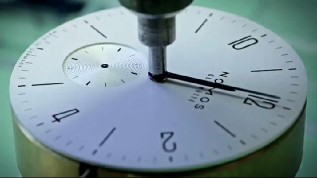 장인 손에서 탄생하는 시계