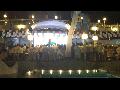 AquaPark White Party에서는 인공눈이 내리고 한국 싸이의 강남 스타일이 태극기와 함께 열창되고 춤을 춘다.(동부 카리비안 크루즈)