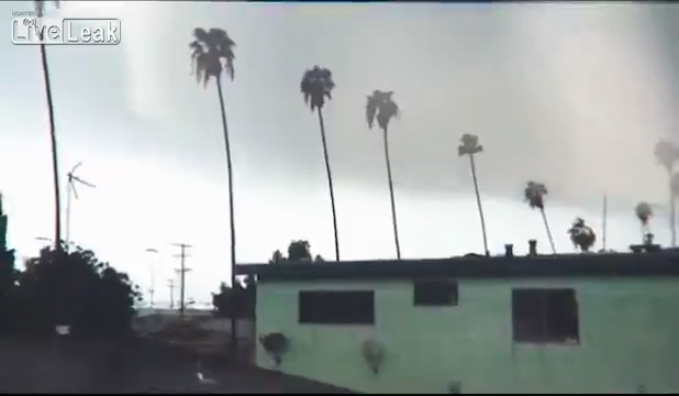 LA를 휩쓸어간 토네이도의 위력