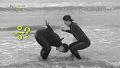 데프콘, 넘치는 승부욕에 바닷물에 머리부터 '전방낙법' [1박 2일] 20141221 KBS