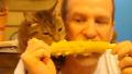 옥수수 한 알도 나눠 먹는 사이