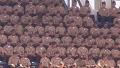 경기장에 많이 온 군인, 이유는?