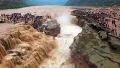 폭우로 불어나 장관 이룬 폭포