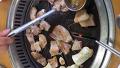 관광객 경계할 돼지 생갈비 맛집