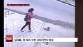 [화제의 1분] 달리던 버스 '꿀꺽' 삼킨 거대 싱크홀
