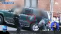 경찰이 칼에 맞아야하는 나라