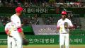 고메즈 호수비, 상상 초월 점프 송구 / 6회초