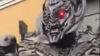 로봇의 폭풍 잔소리를 들음