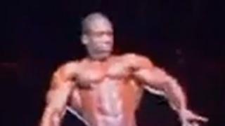 흑형이 근육을 키우면 이런 모습