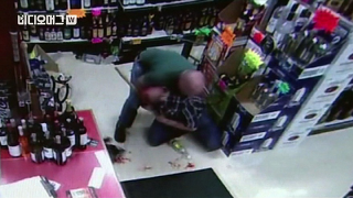 술 훔치려다 제지당하자 60세 점원 '무차별 폭행'