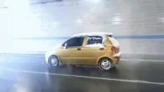 옆 차 뒷바퀴 깜짝 놀랐어