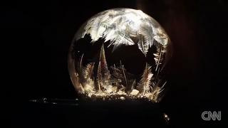 혹한이 준 선물, 비눗방울 동결 영상