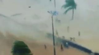 해변 토네이도 대형사고 날뻔