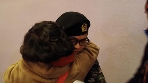엄마와 군인 아들과의 첫만남