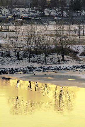 Frozen Han River Scenery