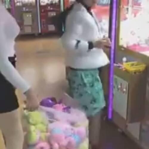 [중국] 인형뽑기 인형을 싹쓸이 하는 여자