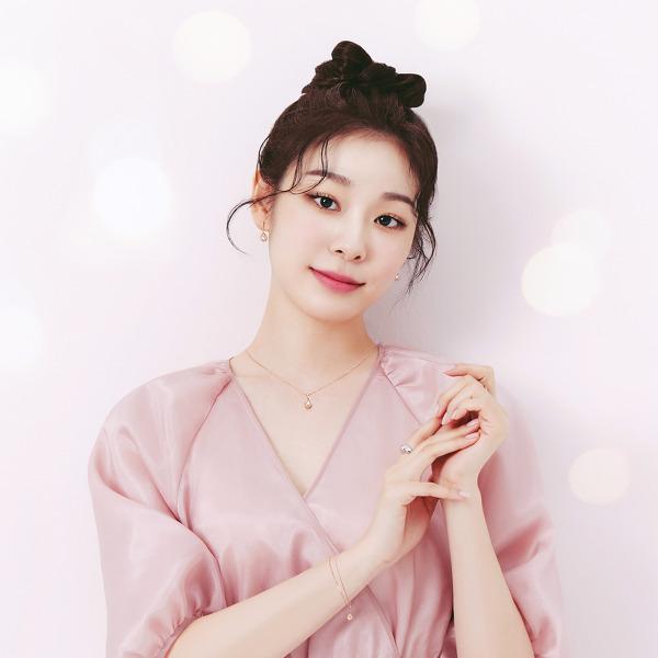 김연아(Kim Yu-na) 제이에스티나 '메리 핑크마스' 캠페인 고화질 화보 4장