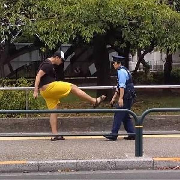 [일본] 경찰관을 폭행하는 남자 vs 경찰관