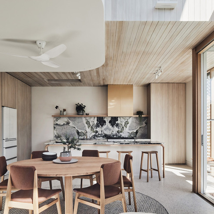 Double Height Extension Brings Light To Melbourne S Lantern House