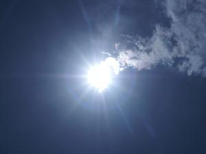 구름 끝에 걸린 태양