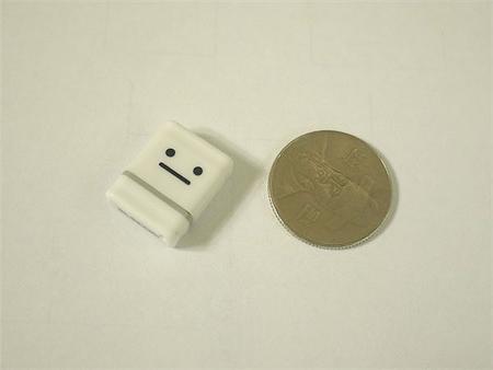 100원짜리 크기의 USB메모리