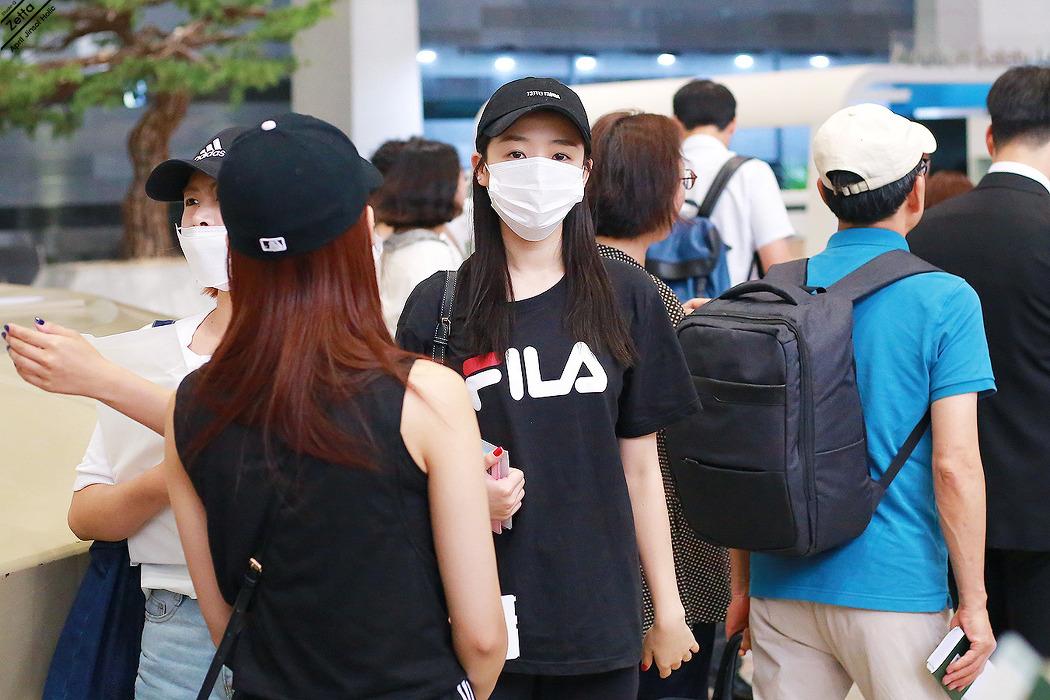 18.08.21 에이프릴 김포공항 출국길 by. Zetta