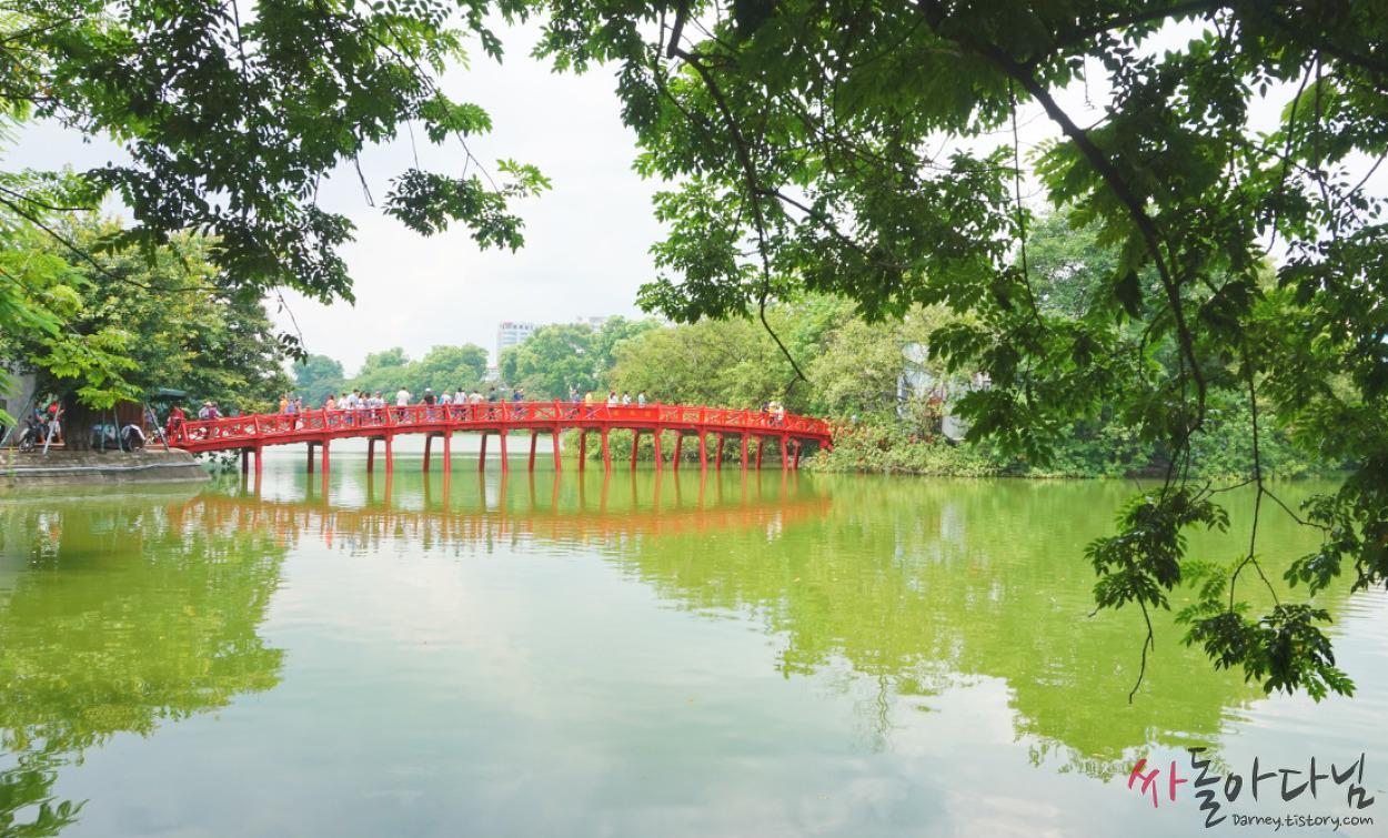 베트남 하노이 여행: 호안끼엠 호수(Ho Hoan Kiem)의 밤과 낮