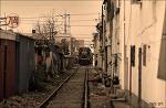골목길 사이로 기차는 간다