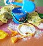 밀가루 놀이(1)_가루로 보들보들 반죽으로 말랑말랑!