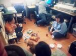 오수 스튜디오에서 오수작가와 대화하는 주민들