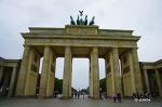 브란덴부르크 개선문, 바로 옆 유대인 희생자 기념비