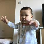 생후 10개월, 서는 재미에 푹 빠지다 (동영상)