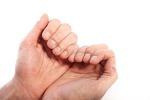 손톱 물어뜯는 버릇 고쳐야 하는 이유