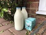 영국에서 병 우유를 배달받기 시작하다