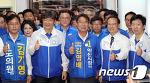[뉴스1] 홍영표·이춘석 '익산시 후보들과 함께 엄지척'
