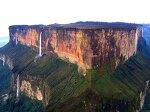 탁자처럼 생긴 산에서 폭포가 쏫아지는 로라이마 산(Mount Roraima)