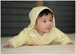 아기의 귀여운 모습.