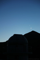 초승달, 금성, 그리고 천문 돔 (Crescent Moon, Venus, and Astronomical dome)