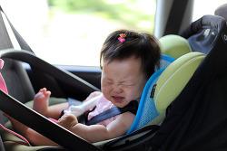 표정으로 감정을 표현하는 아기 대화법.