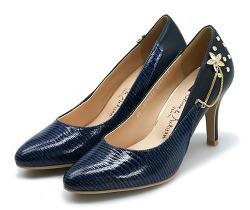 너무 딱 맞는 신발을 늘리는 방법
