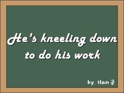He's kneeling down to do his work (그가 일을 하기 위해 무릎 꿇다)