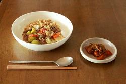 돼지고기 야채 덮밥
