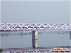 시간이 멈춘듯 흐르는 강을 건너가는 낙동강철교(2013.05.25.)