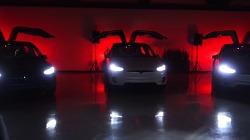 전기자동차 테슬라(Tesla Motors)의 Model X에 탑재된 이스터에그(Easter Egg)를 활용한 크리스마스 축하 공연, Merry Model X-mas 바이럴 필름.