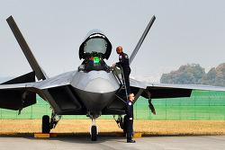 F-22 랩터 전투기 서울 상공을 날다.