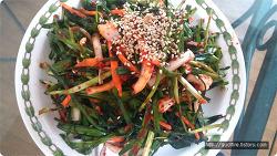 봄철 입맛을 돋구어 줄 천연강장제이며 혈관 청소부인 부추김치를 소개합니다.