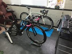 실내 자전거 롤러방 안전하게 구성하기